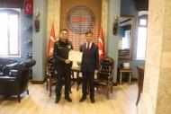 GENÇ KIZIN İNTİHAR'INI ENGELLEYEN POLİSLERE ÖDÜL