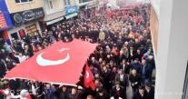 İlküvez'de Binlerce Kişi Şehitler İçin Saygı Yürüyüşü Yaptı