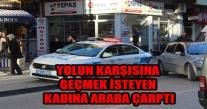ÜNYE'DE  YOLUN KARŞISINA GEÇMEK İSTEYEN KADINA ARABA ÇARPTI