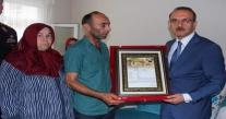 VALİ YAVUZ, ŞEHİT AİLELERİNE  'ŞEHADET BELGESİ'Nİ TAKDİM ETTİ